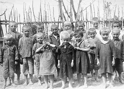 Children and the holocaust photos and text from holocaustchronicle org